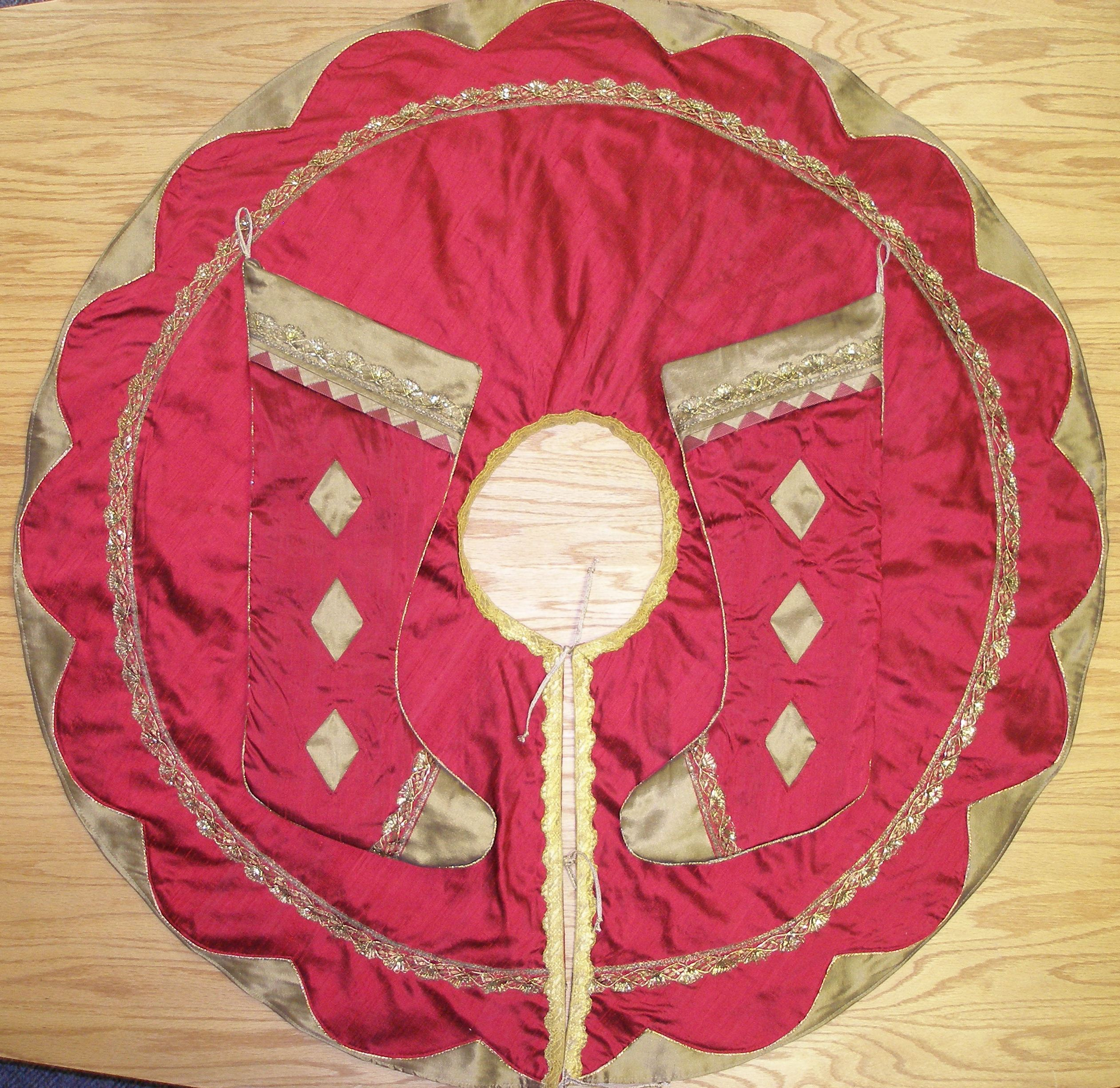 Red And Gold Tree Skirt 113